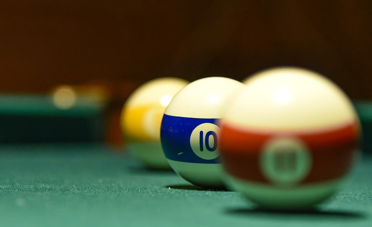 Czym różni się snooker od bilarda